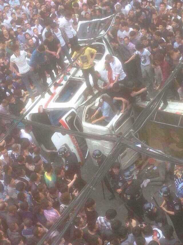 China: At least 4 Police inspectors beaten to death by angry crowd after they killed a man documenting their brutality